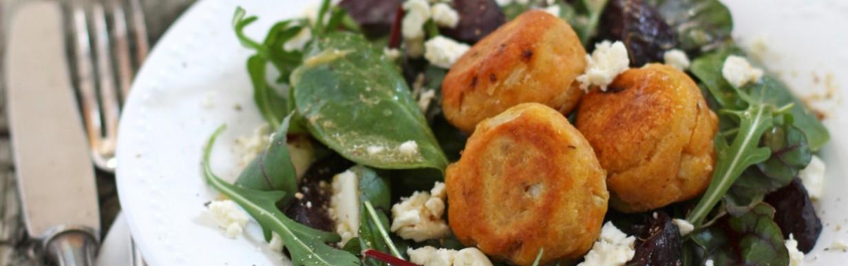 Falafel und gebackene Rote Bete auf Florette-Salat