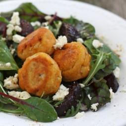 Foto - Falafel und gebackene Rote Bete auf Florette-Salat -