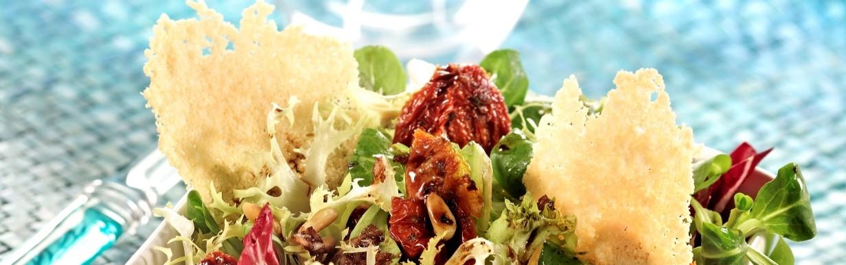 Italienischer Sommersalat mit Parmesan
