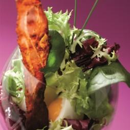 Foto - Würziger Salat mit feinen Schinkenspeckscheiben -