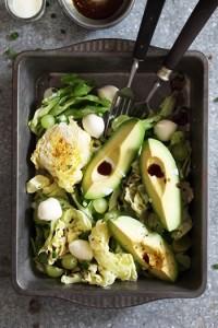 Kopfsalat mit Avocado, Trauben und Mozzarella  Florette