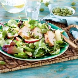 Foto - Bunter Salat mit Hähnchenbrust und Wasabi-Nüssen -