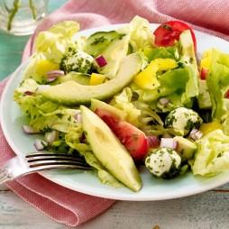 Foto - Mozzarella-Avocado-Salat -