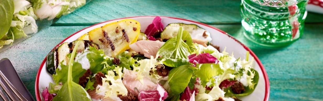 Zucchini-Salat mit Räucherforelle