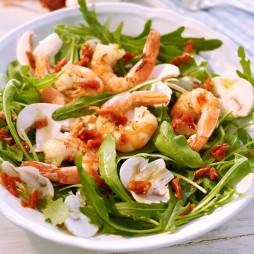 Foto - Rucola-Salat mit Garnelen und getrockneten Tomaten -