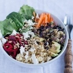 Foto - Superfood Salad Bowl mit Hirse, Roter Bete und jungem Grünkohl -