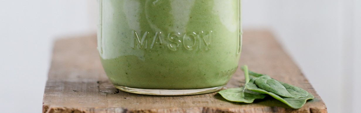 Grüner Superfood Smoothie mit Mein Vital-Salat