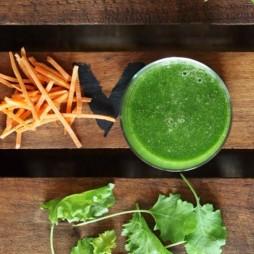 Foto - Superfood-Smoothie mit Grünkohl, Spinat, Kokos und Zimt -