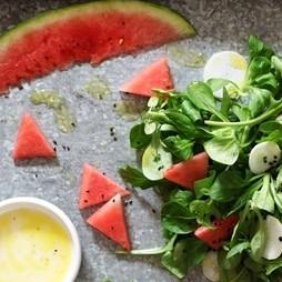 Foto - Feldsalat und Rucola mit Wassermelone und Rettich -