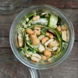 Foto - Roher Zucchini-Salat mit Cashew-Kernen -