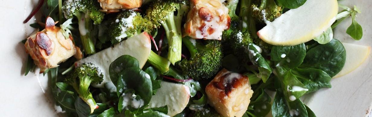 Wintersalat mit Mandeltofu, Broccoli und Florette émotions Fein & Pikant