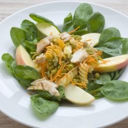 Foto - Babyspinat-Salat mit Pasta und Hähnchen -