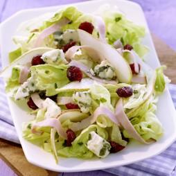 Foto - Kopfsalat mit feinen Kräutern, Birne, Roquefort, Schinkenstreifen und Cranberries -