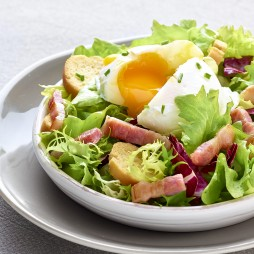Foto - Lyoner Salat mit pochiertem Ei -