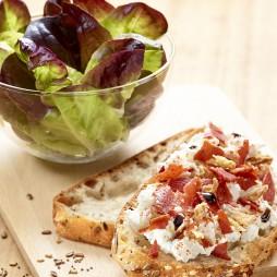 Foto - Zum Salat: Toast mit Frischkäse und Röstzwiebeln -