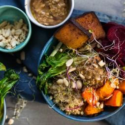 Foto - Buddha Bowl mit Roter Bete, Kürbis & Tofu -