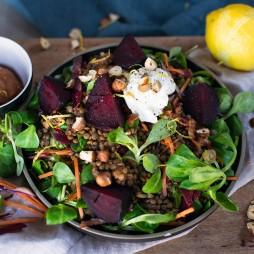 Foto - Winter-Kreation-Linsensalat mit gerösteter Roten Bete und Ziegenfrischkäse  -