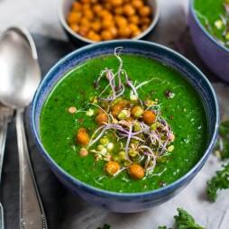 Foto - Vegane Spinat-Petersilien-Suppe mit gerösteten Kichererbsen -