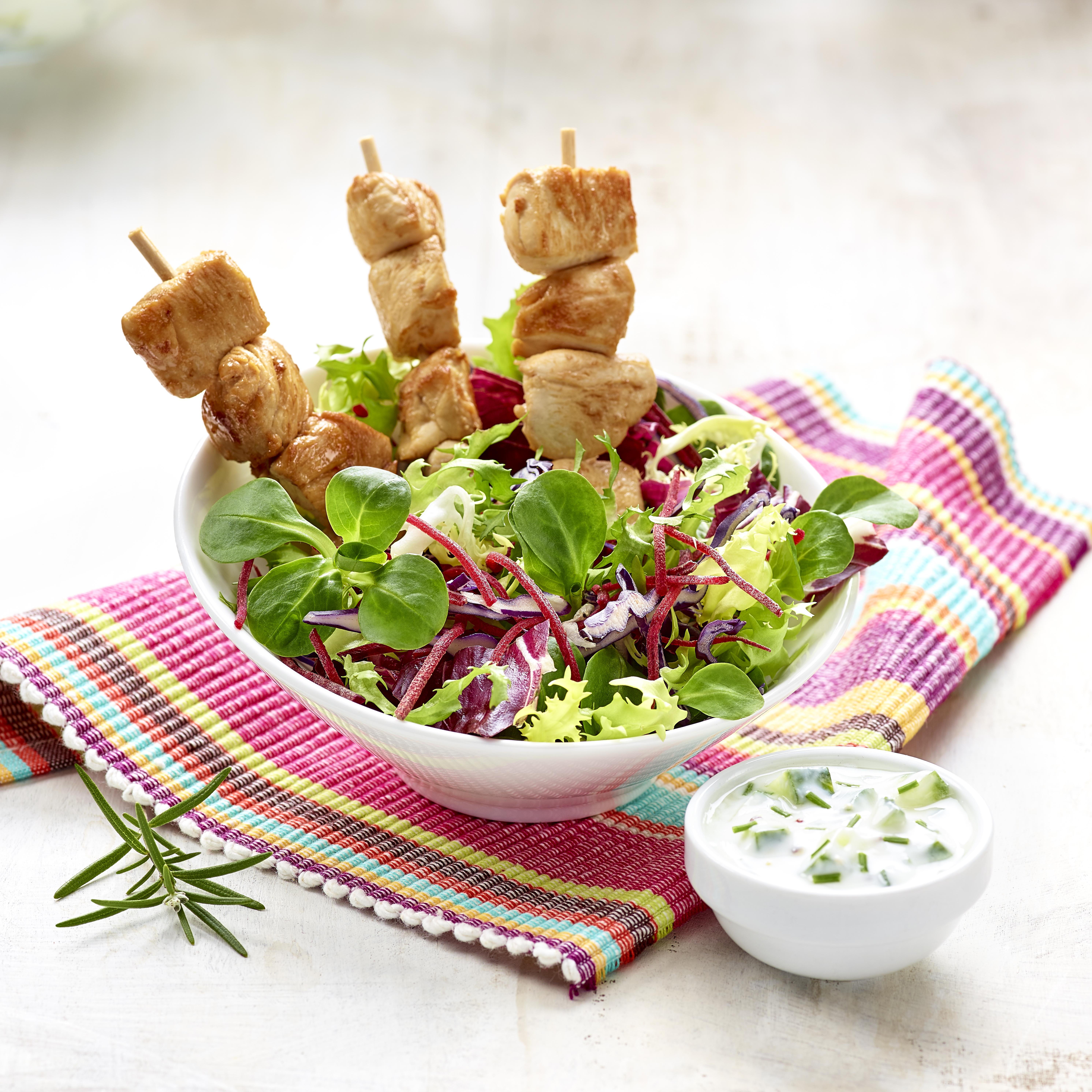 Foto - Herbstsalat mit Hähnchenspießen -