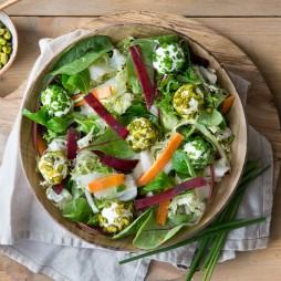 Foto - Bunter Salat mit Ziegenfrischkäse-Pralinen -