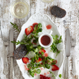 Foto - Erdbeersalat mit weißem Rettich und Erdbeersauce -