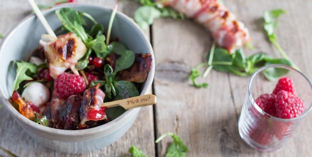 Salatbowl mit Bacon Banane und Himbeer Vinaigrette