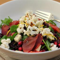 Foto - Salat mit Rot- und Blumenkohlkohl, Granatapfel, Blutorange und Lachschinken -