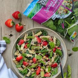 Foto - Frühlingshafter Nudelsalat mit Spargel, Erdbeeren & Tahini-Dressing -
