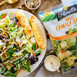 Foto - Bunter Salat mit Fetaröllchen aus Yufkateig -