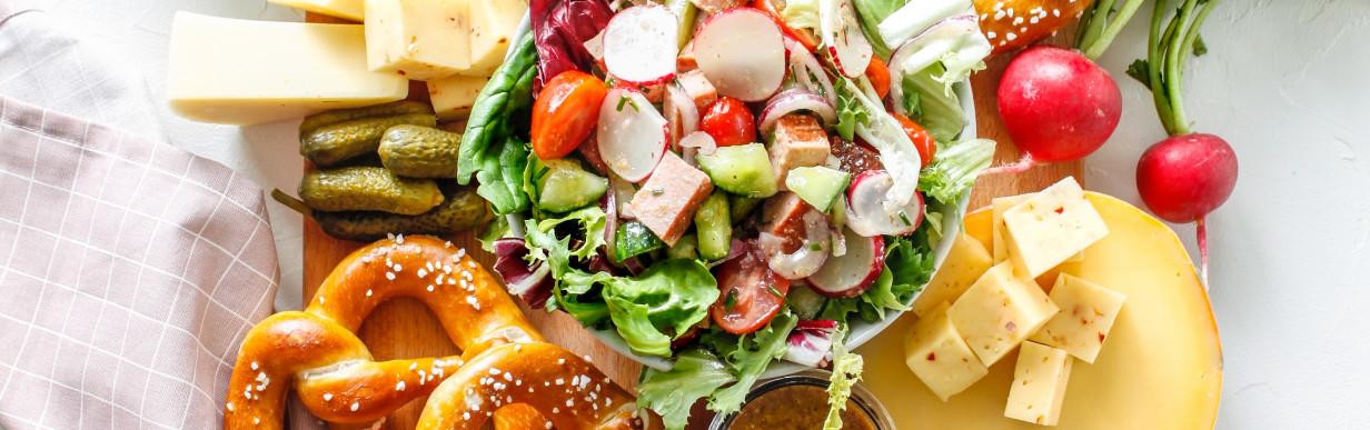 Mild würziger Leberkäse Salat mit Honig Senf Dressing